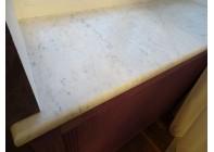 Подоконник из мрамора Bianca Carrara