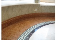 Мраморный пол с использованием греческого меандра