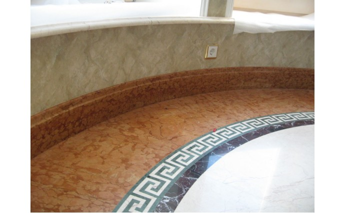 Облицовка мрамором и гранитом - Мраморный пол с использованием греческого меандра