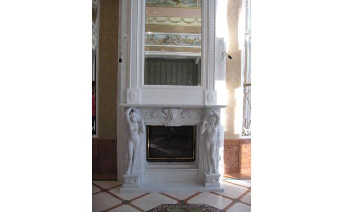 Камины - Мраморный портал со скульптурами