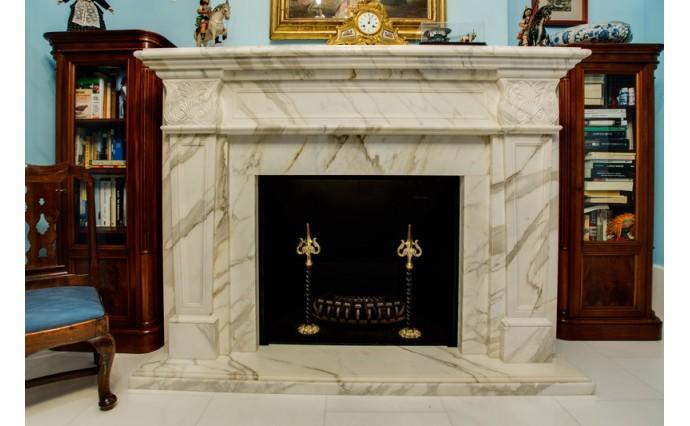 Камины - Красивейший каминный портал с использованием мрамора Statuaretto