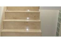 Мраморная лестница Crema Marfil