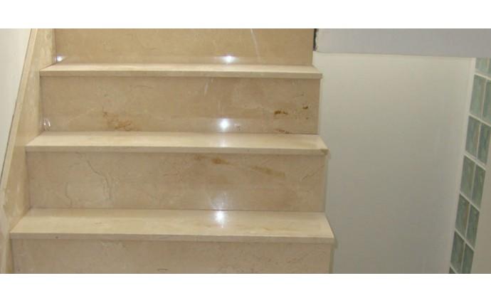 Лестницы из мрамора - Мраморная лестница Crema Marfil