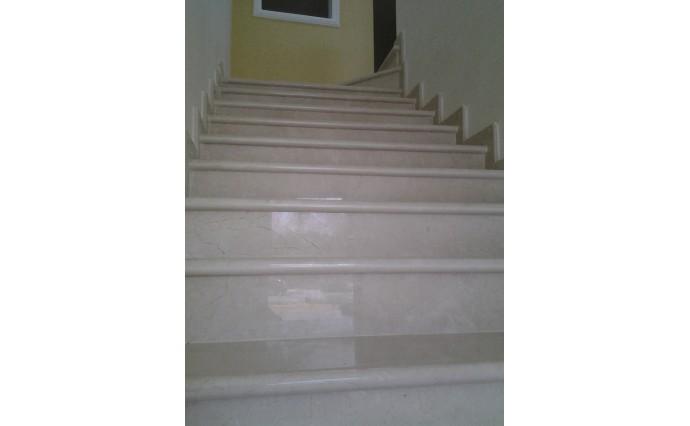 Лестницы из мрамора - Мраморная лестница Crema Marfil II