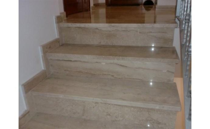 Лестницы из мрамора - Мраморная лестница Breccia Sardo