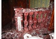 Лестница из красного мрамора