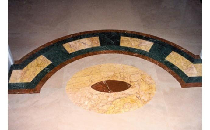 Розетки и мозаики из мрамора - Мраморный пол с использованием мозаичных элементов