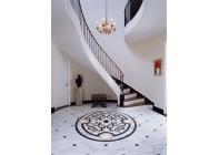 Мраморный пол с мозаичной розеткой