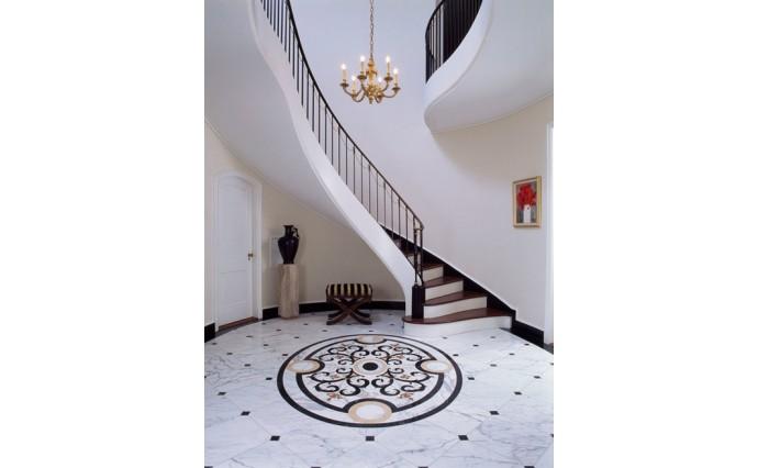 Розетки и мозаики из мрамора - Мраморный пол с мозаичной розеткой