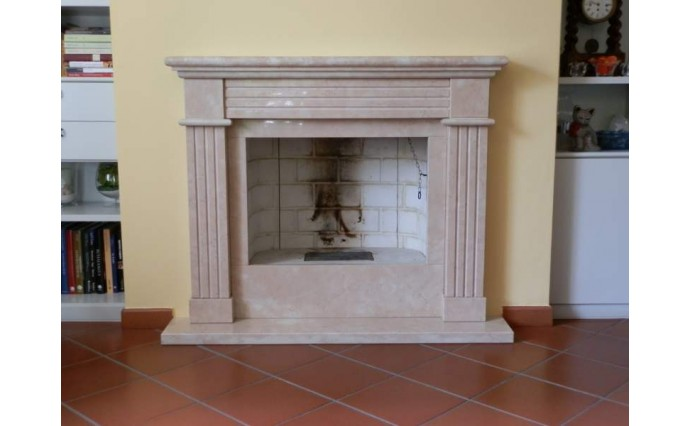 Камины - Каминный портал из мрамора Crema Marfil