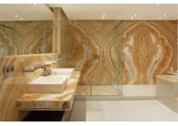 Ванная комната облицована ониксом Kappuchino