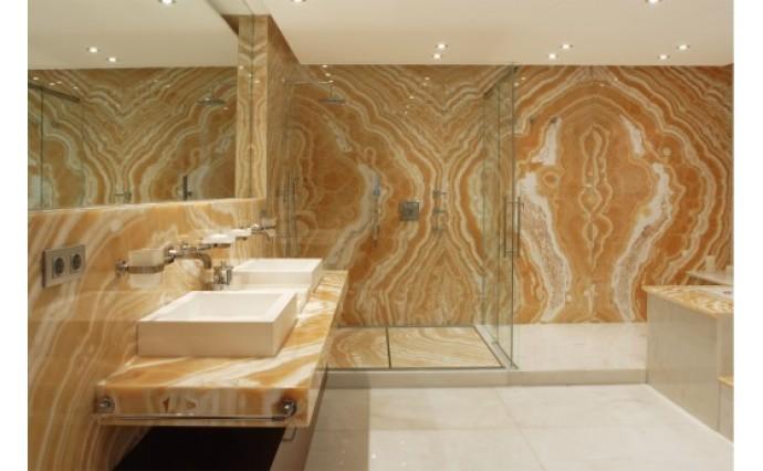 Облицовка мрамором и гранитом - Ванная комната облицована ониксом Kappuchino