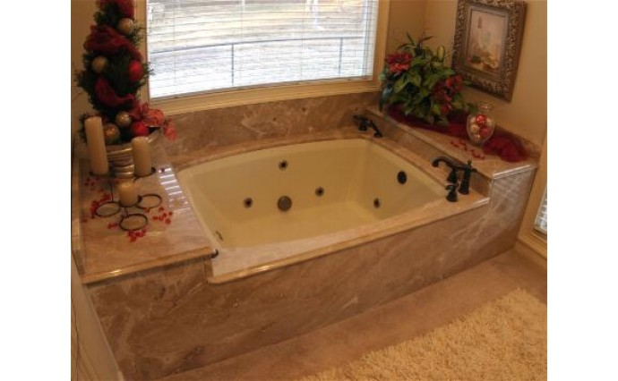 Облицовка мрамором и гранитом - Облицовка ванной комнаты мрамором Emperador Light
