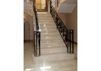 Мраморная лестница и полы из Crema Marfil