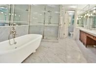 Мраморный пол для ванной