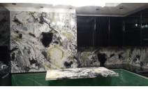 Столешницы из мрамора - Стеновая панель с островом из мрамора