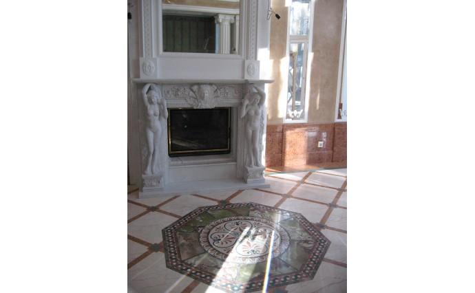 Камины - Мозаичный мраморный пол с использованием наборной розетки