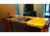 Кухонная столешница из Оникса с подсветкой